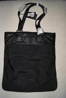 O.Villavi tas zwart