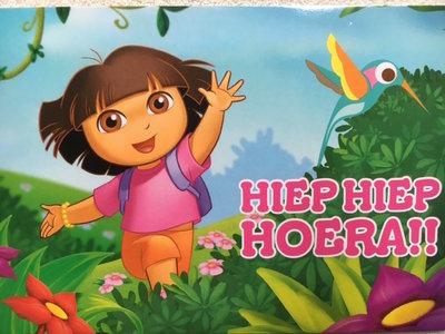 Dora ansichtkaart Hiep Hiep Hoera !