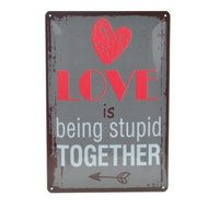 Tekstbord ; Love is being stupid together