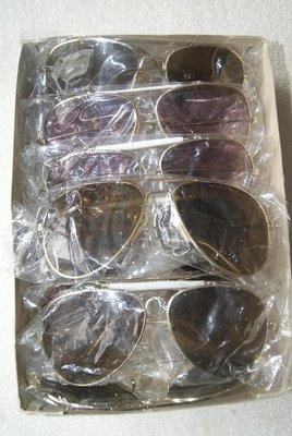 Partij van 12 zonnebrillen